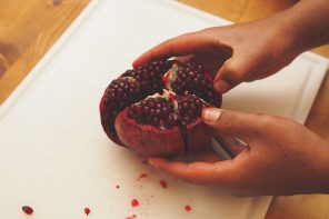 Hoe ontpit je nou een granaatappel?